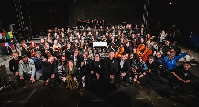 PSO zahájil spolu s Tomášem Klusem Mezinárodní folklorní festival v Červeném Kostelci