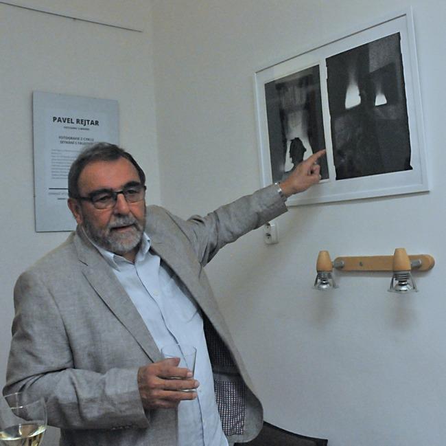 V Městské knihovně v Broumově vystavoval Pavel Rejtar