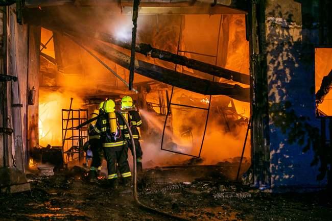 Zemědělská budova celá vyhořela. Škoda je v milionech korun