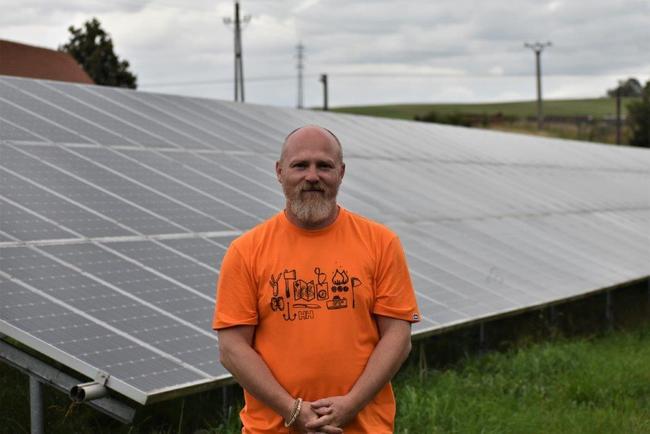 S Jaroslavem Šefcem, broumovským rodákem, podnikatelem a inovátorem, o jeho fotovoltaickém dobrodružství