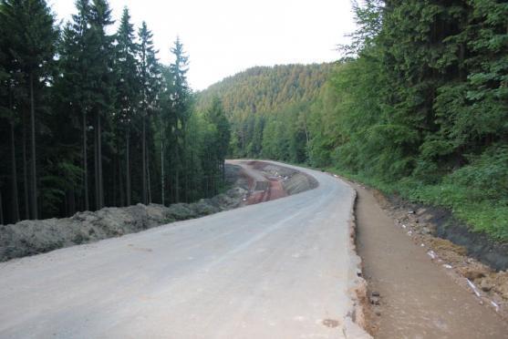 Do silničních staveb se na Broumovsku od roku 2008 investovalo téměř 440 miliónů. Stavby za miliardu korun se připravují