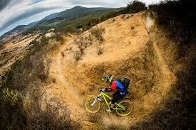 V práci seká stromy, ve volném čase zatáčky na kole. František Žilák sní o závodění v Chile a dárci v tom mohou jet spolu s ním