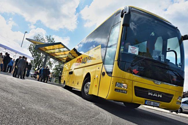 Dnes zahájí provoz mezinárodní vlaky a cyklobusy do Polska
