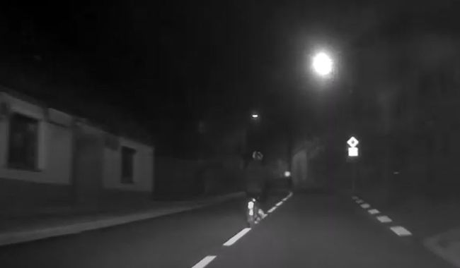 Dal si pár piv a na mopedu ujížděl policejní hlídce