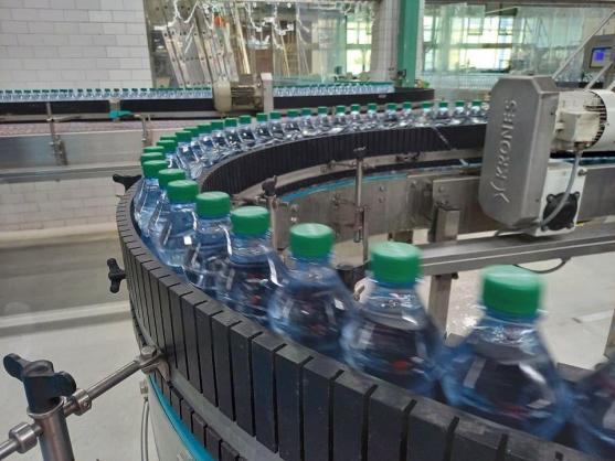 Coca-Cola uvádí na český trh 100 % recyklovanou PET lahev, speciálně pro své přírodní pramenité vody Natura