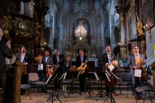 Epoque Quartet a Duo Siempre nuevo vystoupili v broumovském kostele sv. Petra a Pavla