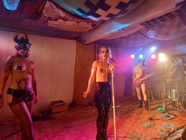 Svůj jediný koncert v České republice odehrály v broumovském Edenu