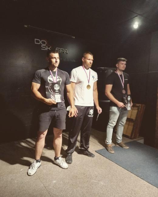 Broumovští armwrestleři přivezli z mistrovství republiky tři medaile