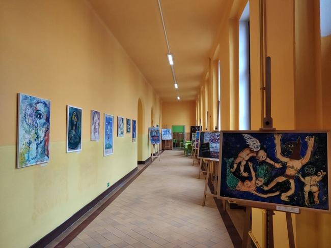 Páteční vernisáží byla zahájena výstava obrazů Davida Kubiny