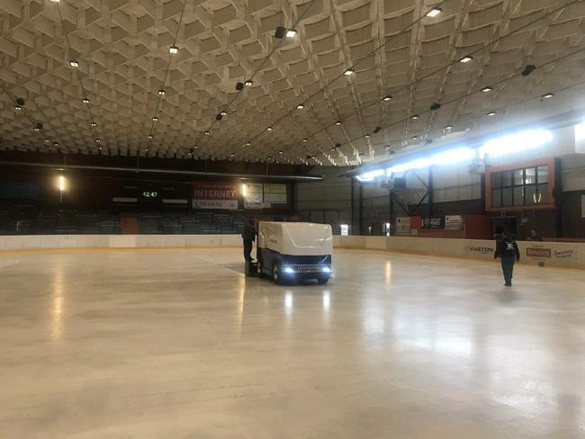 Ledová plocha na zimním stadionu v Náchodě opět připravena