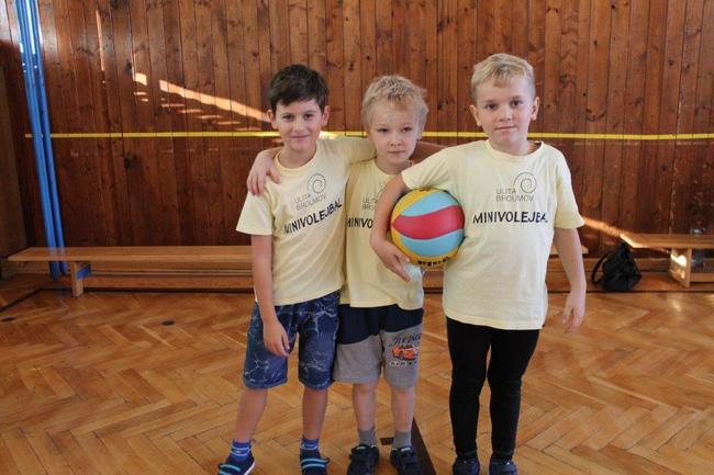 Barevní volejbalisté hráli na turnaji v Novém Městě nad Metují