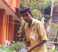 Indický chlapec Arwine má zajištěny finance na další studijní rok