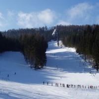Skiareál Kamenec v Teplicích nad Metují dnes zahájil provoz