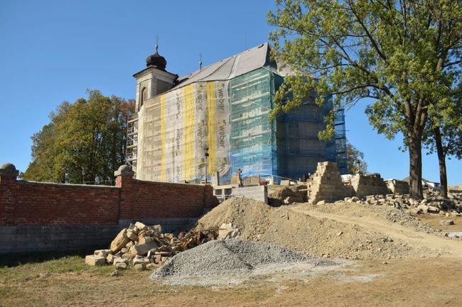 Oprava kostela v Bezděkově nad Metují a další projekty Místní akční skupiny Stolové hory