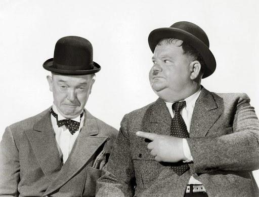 Laurel a Hardy rozesmějí diváky na Terase před Muzeem papírových modelů