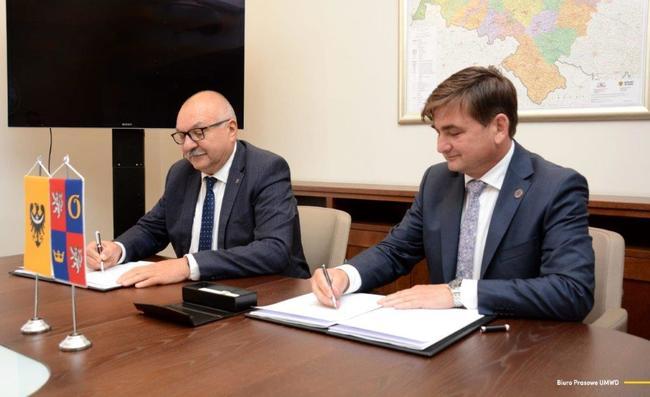 Královéhradecký kraj a Dolnoslezské vojvodství uzavřely dohodu o rozvoji dopravní sítě a veřejných služeb v příhraničí