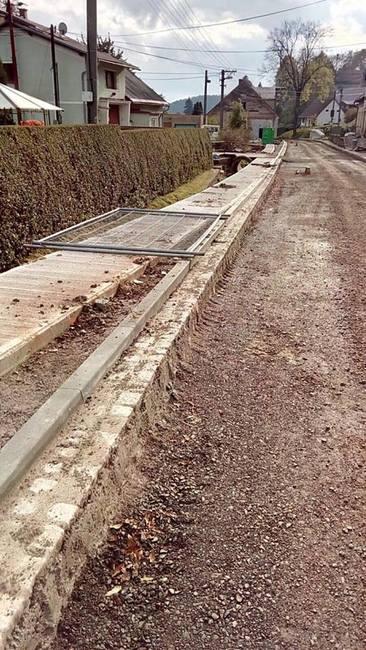 V pondělí začala další oprava silnice v Pěkově