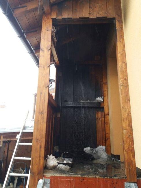 V Polici nad Metují hořela dřevěná veranda u rodinného domu