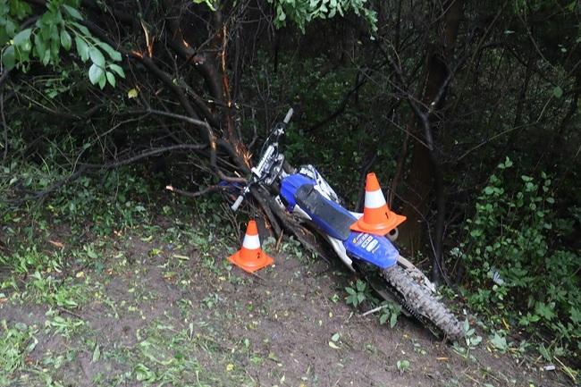 Policie hledá svědky dopravní nehody motocyklisty, který se při nehodě vážně zranil