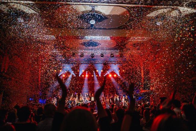 Muzikanti z Police Symphony Orchestra hledají 1000 lidí pro #1050