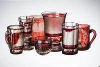 V broumovském klášteře je otevřena nová výstava upomínkového skla a porcelánu