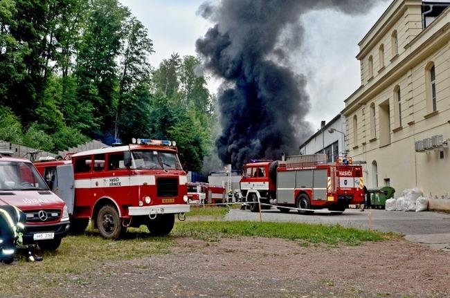 I přes požár v areálu a. s. Veba dnes ráno továrna zahájila výrobu