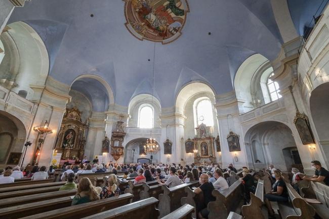 Festival Za poklady Broumovska pokračoval koncertem v Božanově