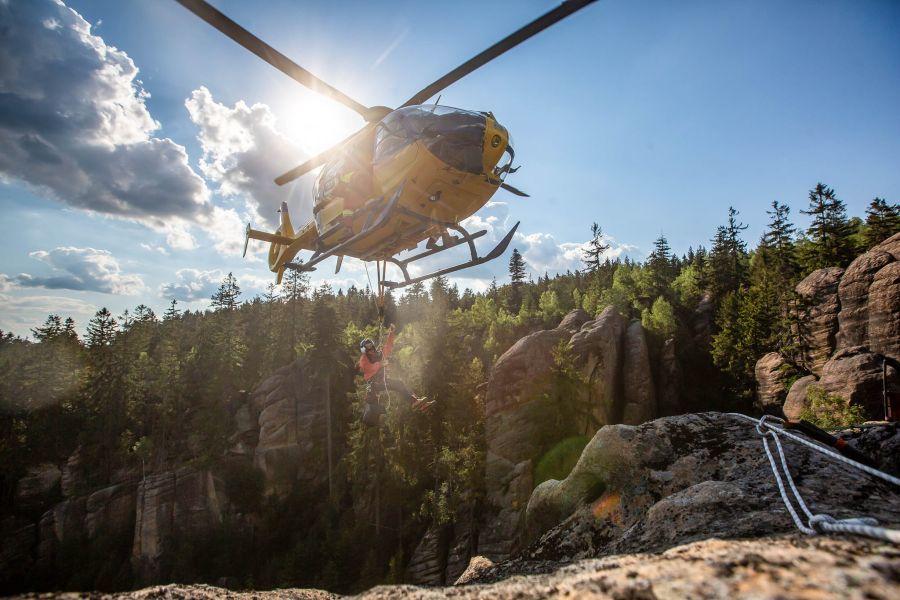 Hasiči zachraňovali zraněného horolezce