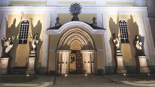 Noční komentované prohlídky benediktinského kláštera v Polici nad Metují